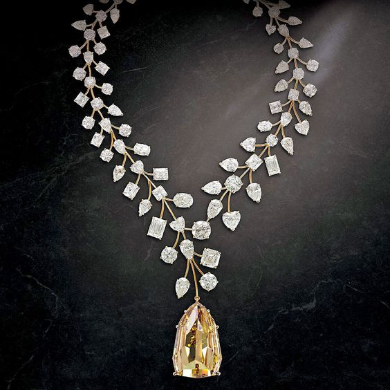 The incomparable diamond necklace