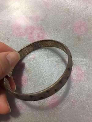 bracelet turn green